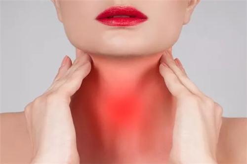 """不要怕咽喉炎变成慢性咽炎,天然的""""青霉素""""泡水喝,润口又化痰"""