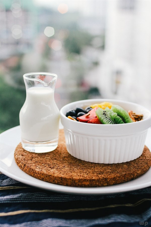 每天早餐喝蜂蜜加牛奶可以吗?蜂蜜水可以和早餐一起吃吗?